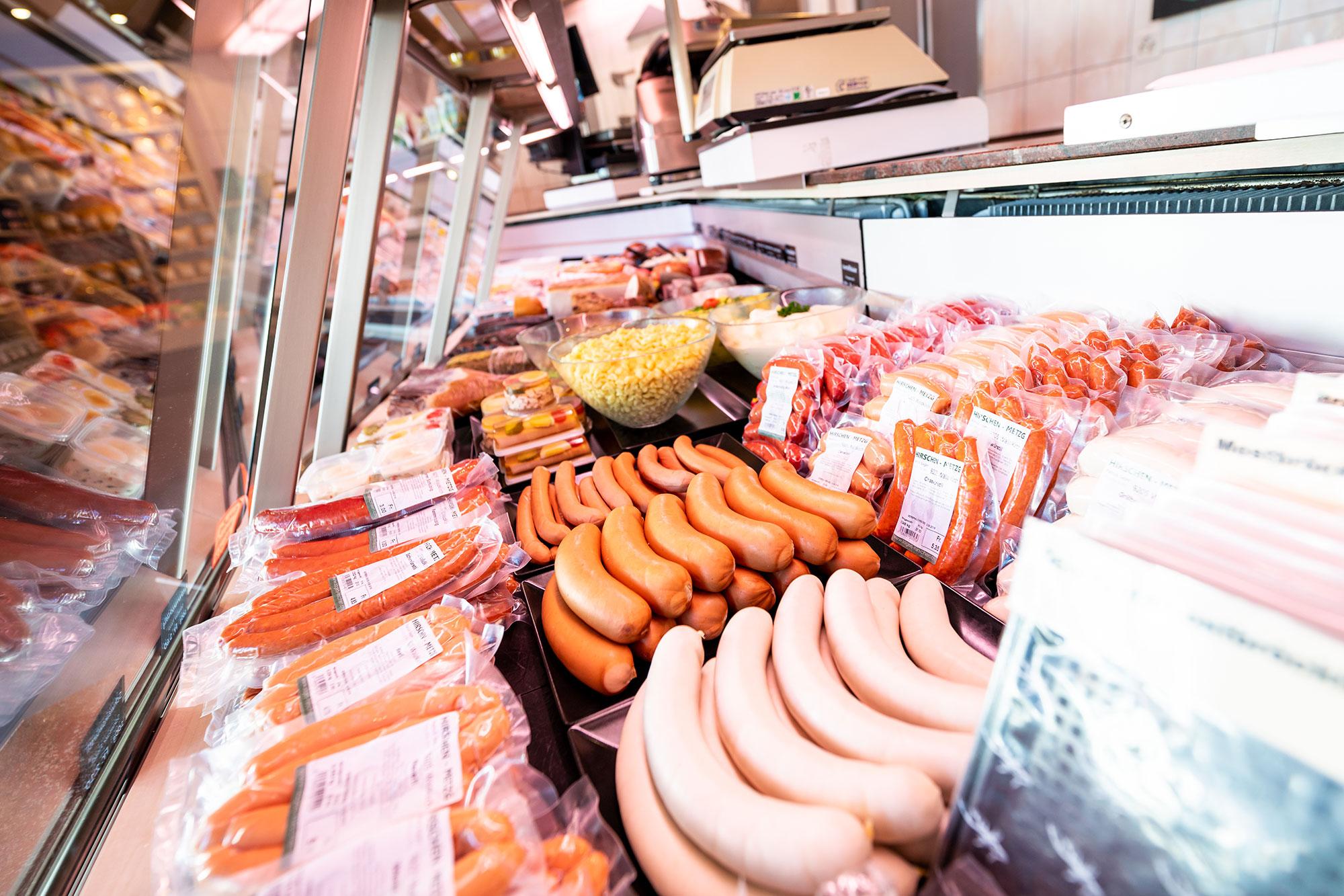 Hirschen Metzg Fleisch-Auslage in der Metzgerei