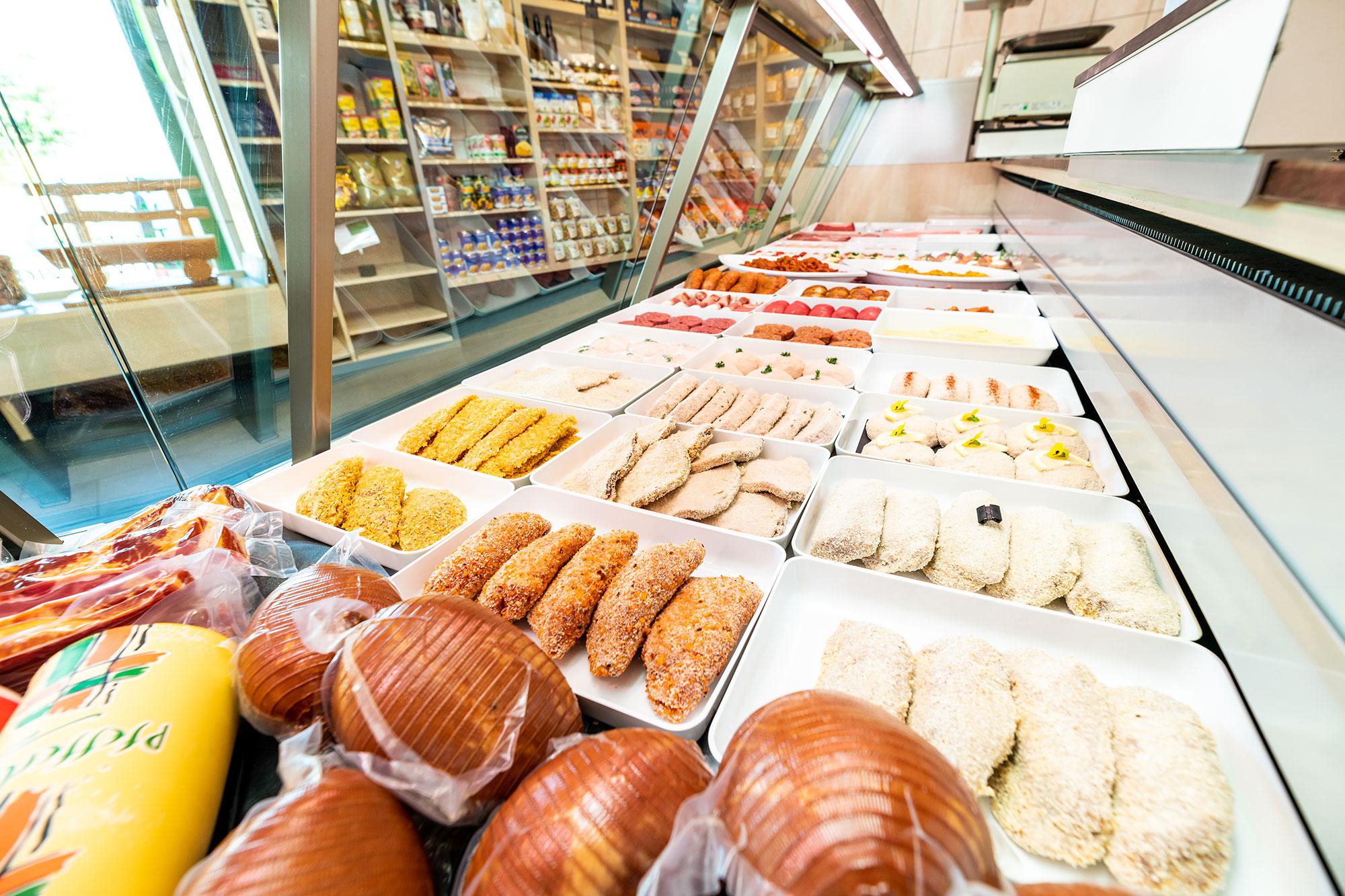 Hirschen Metzg Paniertes Fleisch in der Verkaufstheke