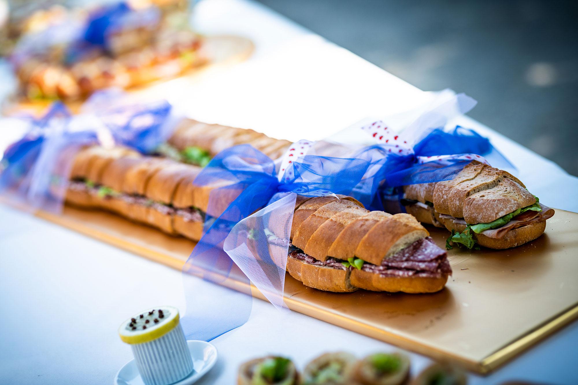 Hirschen Metzg belegte Meter-Brote mit Schleife